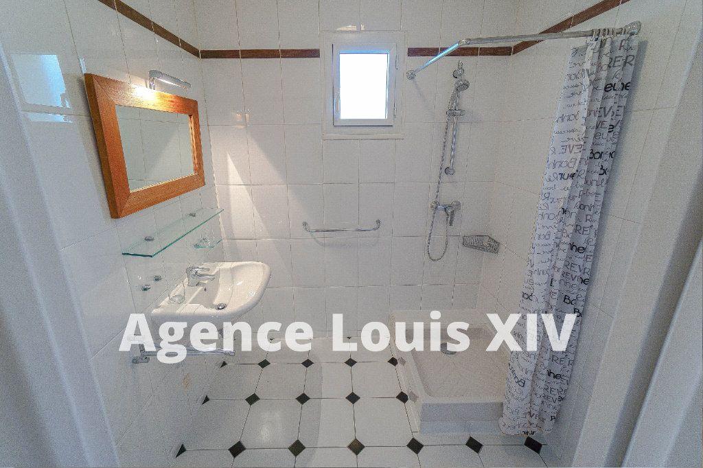 Appartement à vendre 3 80m2 à Versailles vignette-6