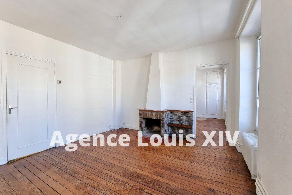 Appartement à vendre 8 128.95m2 à Versailles vignette-1