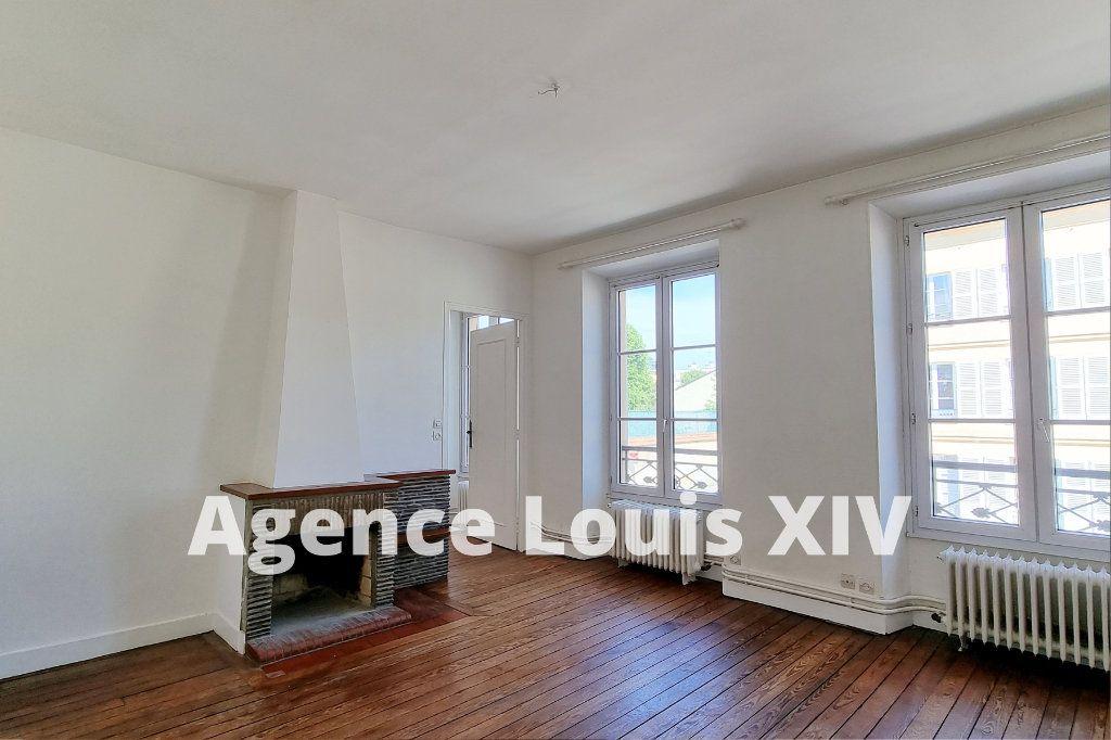 Appartement à vendre 8 128.95m2 à Versailles vignette-2