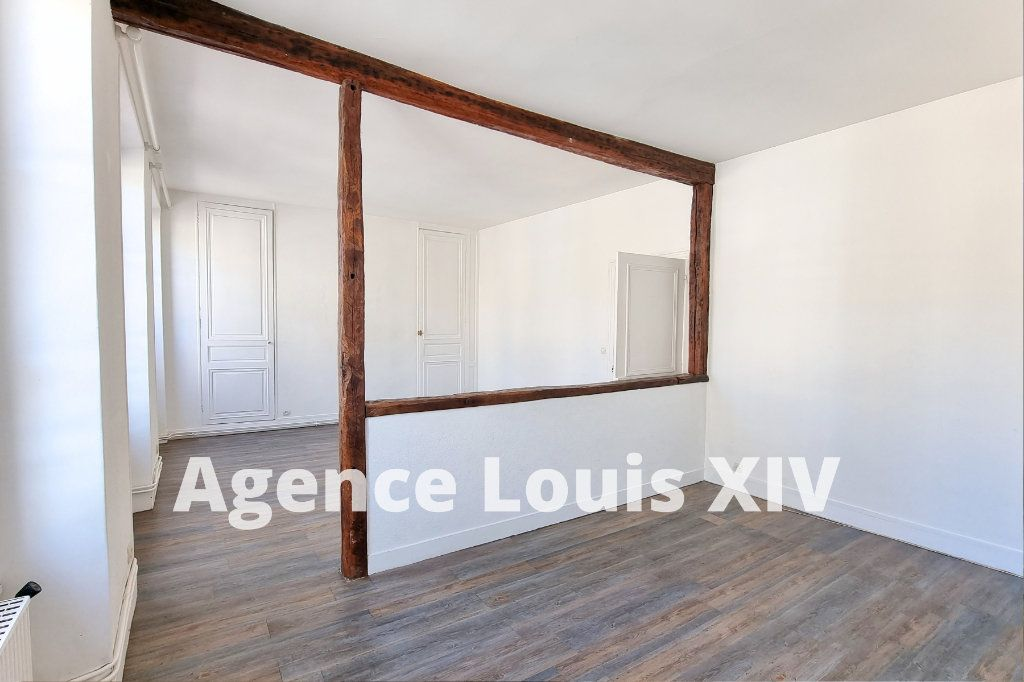 Appartement à vendre 8 128.95m2 à Versailles vignette-3