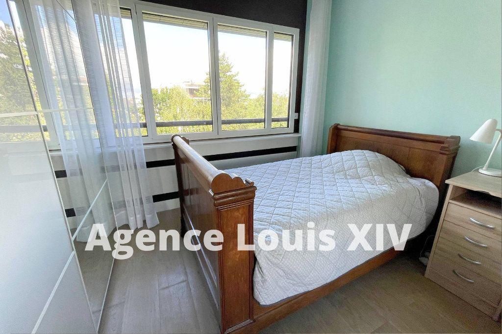 Appartement à louer 1 12m2 à Versailles vignette-2