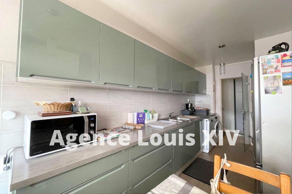 Appartement à louer 1 12m2 à Versailles vignette-3
