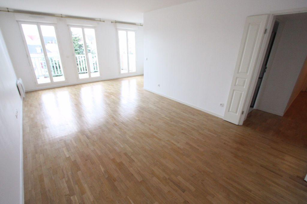 Appartement à louer 3 68.83m2 à Le Plessis-Robinson vignette-1