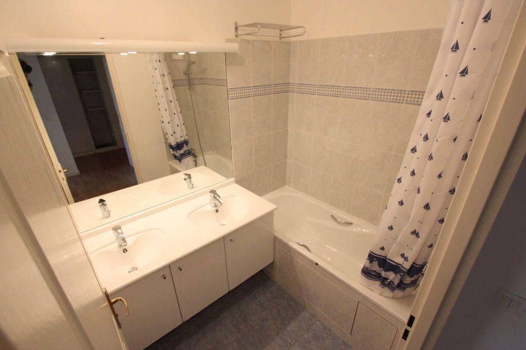 Appartement à louer 3 68.83m2 à Le Plessis-Robinson vignette-9
