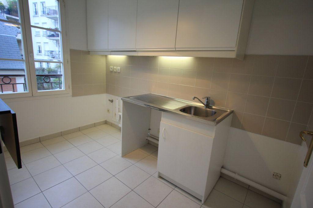 Appartement à louer 2 44.33m2 à Le Plessis-Robinson vignette-2