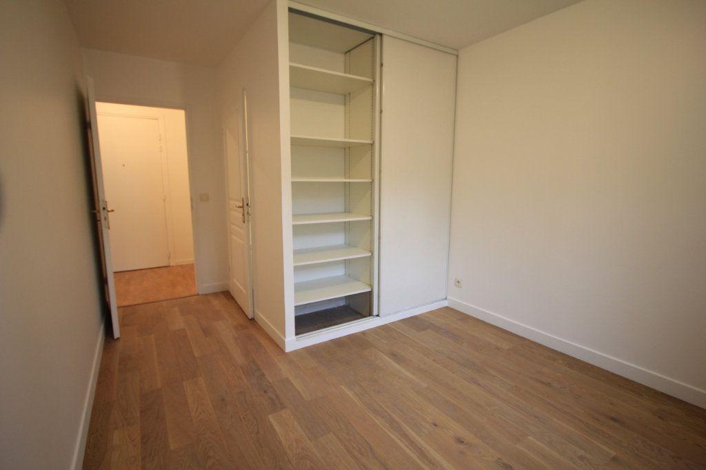 Appartement à louer 2 44.33m2 à Le Plessis-Robinson vignette-4