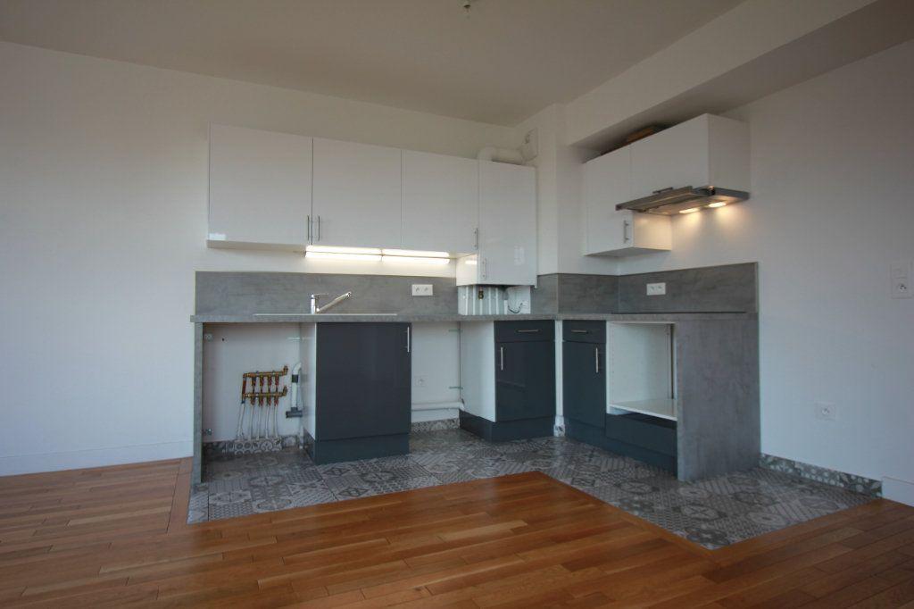 Appartement à louer 2 51.35m2 à Le Plessis-Robinson vignette-3