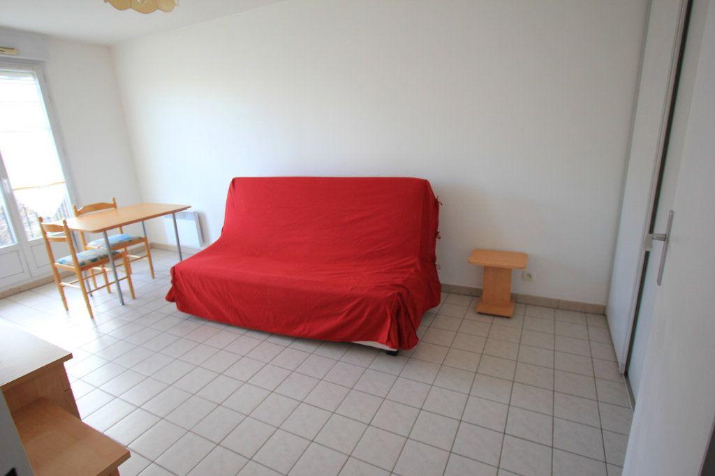 Appartement à louer 1 27.18m2 à Le Plessis-Robinson vignette-1