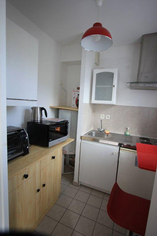 Appartement à louer 1 27.18m2 à Le Plessis-Robinson vignette-4