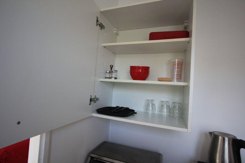Appartement à louer 1 27.18m2 à Le Plessis-Robinson vignette-9