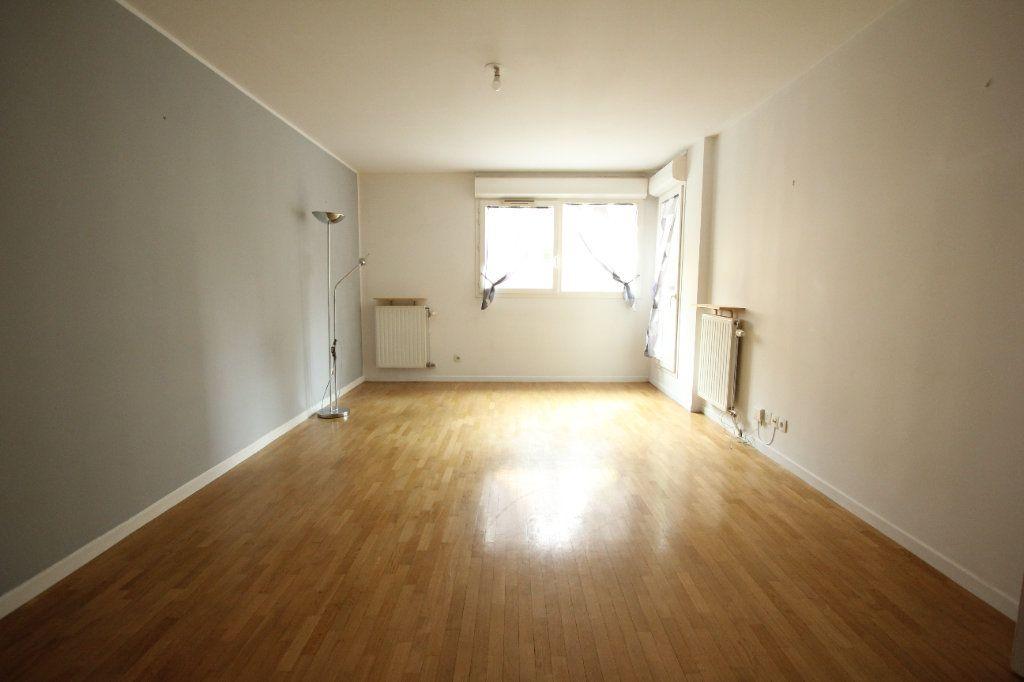 Appartement à louer 3 57.82m2 à Cachan vignette-1