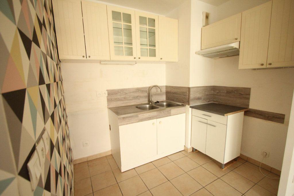 Appartement à louer 3 57.82m2 à Cachan vignette-2