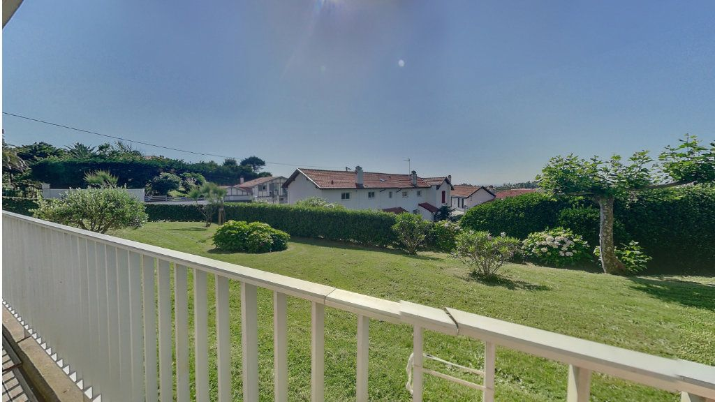 Appartement à vendre 5 109.35m2 à Biarritz vignette-2