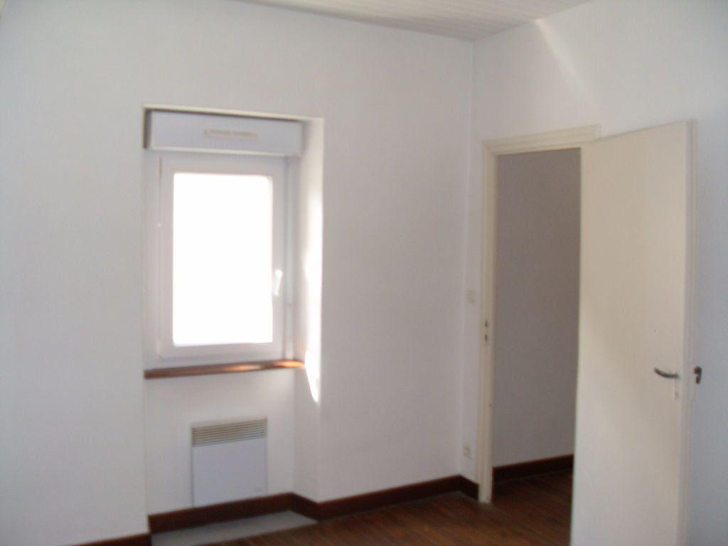Maison à louer 3 59m2 à Pauligne vignette-3