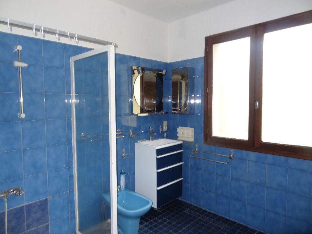 Maison à louer 4 126.49m2 à Limoux vignette-9