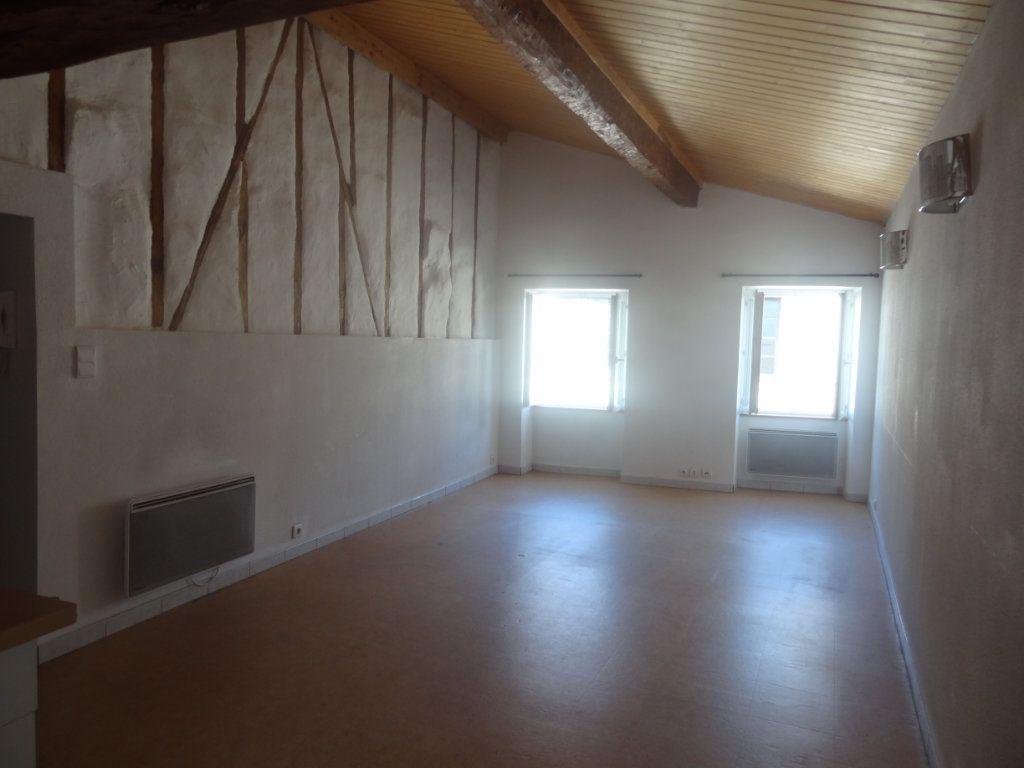 Appartement à louer 2 66m2 à Limoux vignette-1