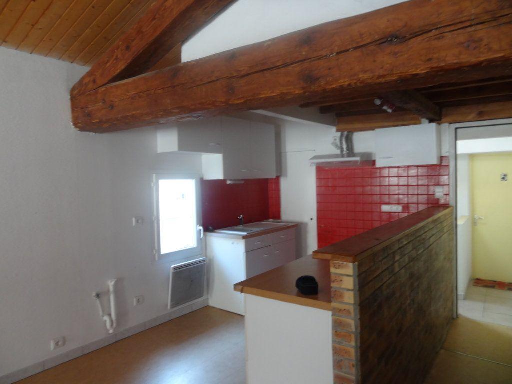 Appartement à louer 2 66m2 à Limoux vignette-3