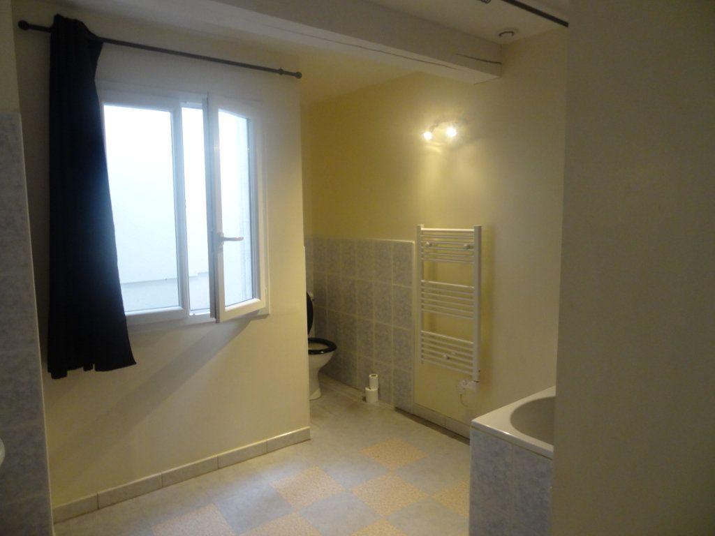 Appartement à louer 2 66m2 à Limoux vignette-4