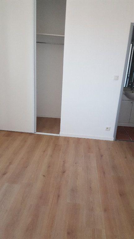 Appartement à louer 3 63.2m2 à Carcassonne vignette-2