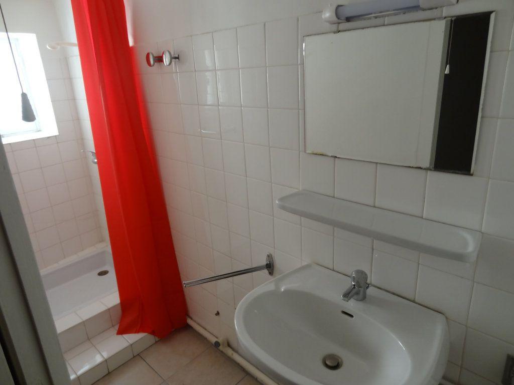 Maison à louer 4 65m2 à Cournanel vignette-6