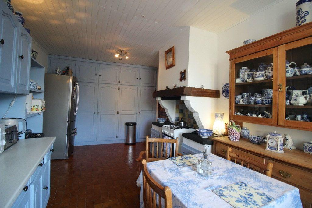 Maison à vendre 5 137m2 à Ferran vignette-3