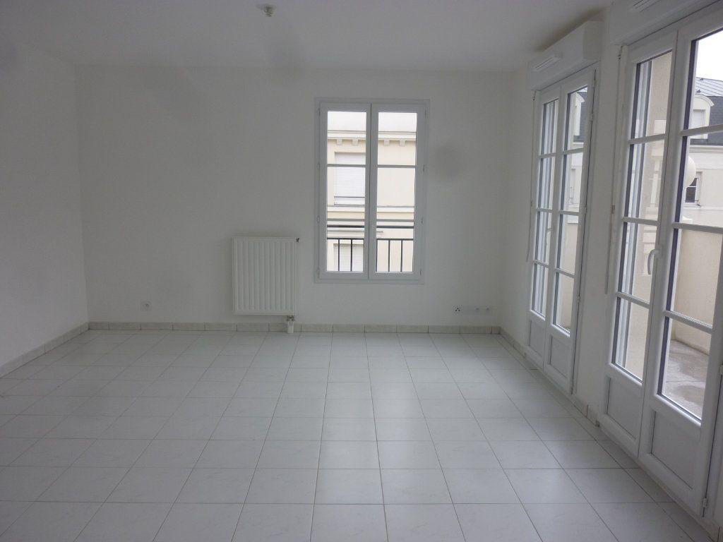 Appartement à louer 3 61.69m2 à Chessy vignette-1