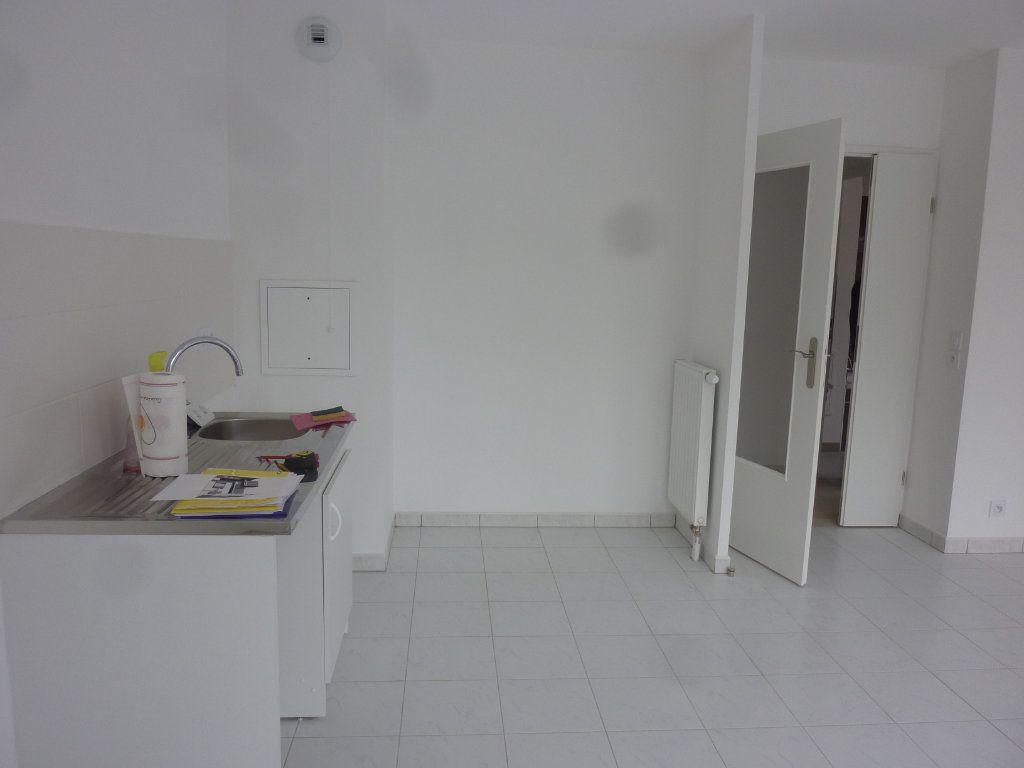 Appartement à louer 3 61.69m2 à Chessy vignette-2
