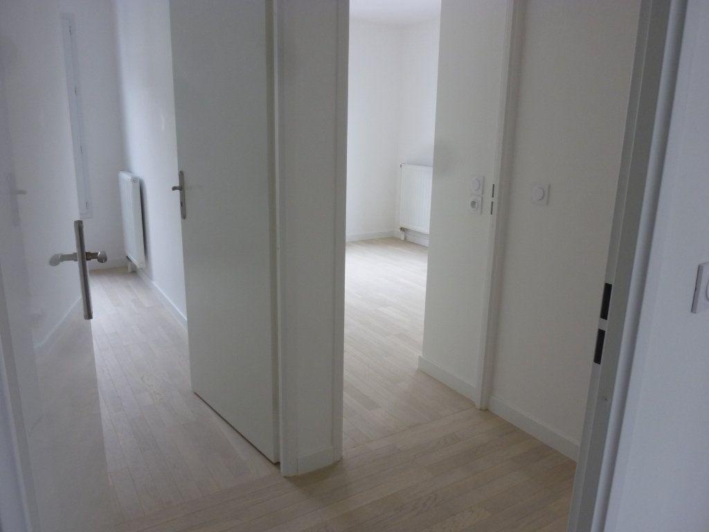 Appartement à louer 3 61.69m2 à Chessy vignette-5