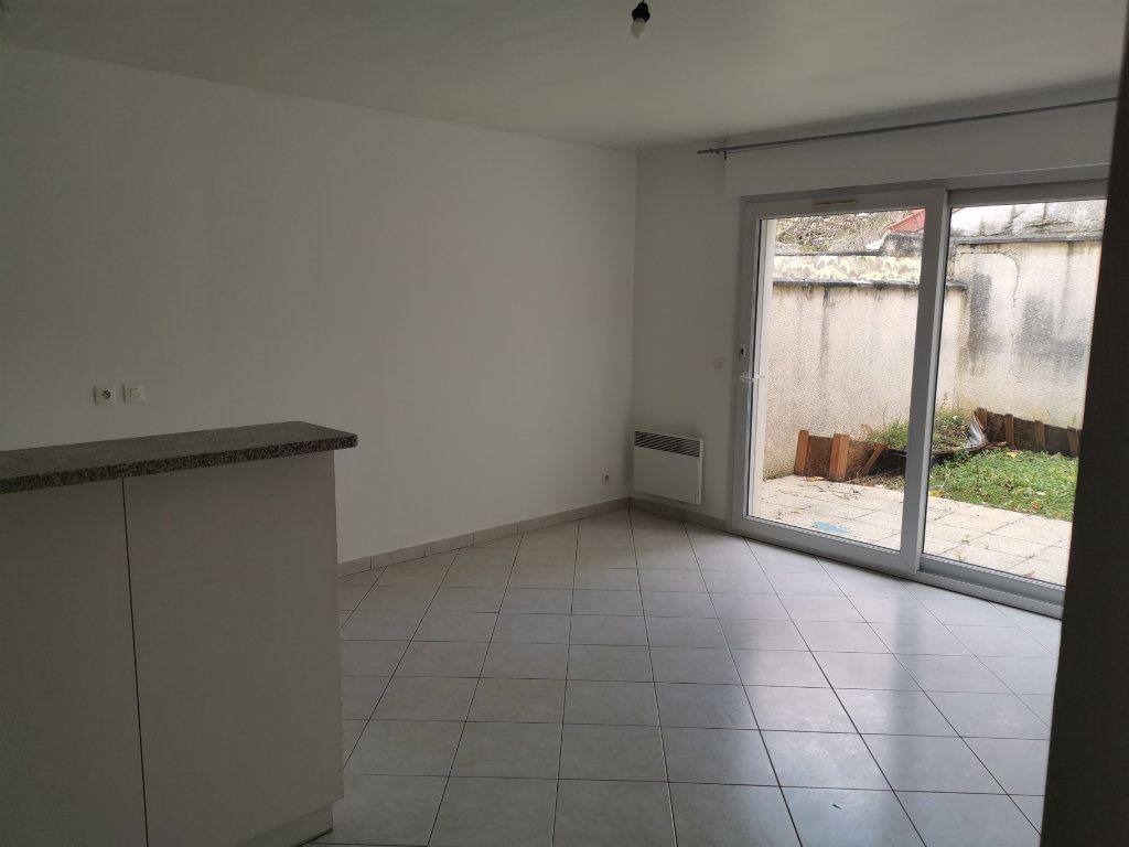 Appartement à louer 3 54.56m2 à Lagny-sur-Marne vignette-2