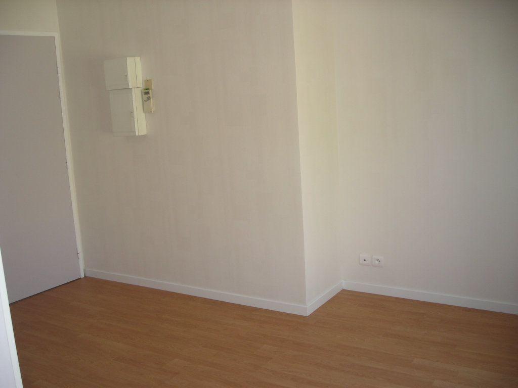 Appartement à louer 1 22m2 à Esbly vignette-5