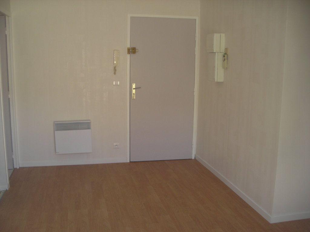 Appartement à louer 1 22m2 à Esbly vignette-6