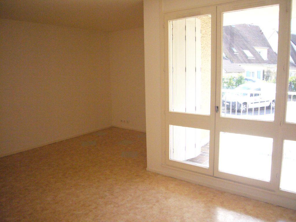 Appartement à louer 3 69.06m2 à Lagny-sur-Marne vignette-2
