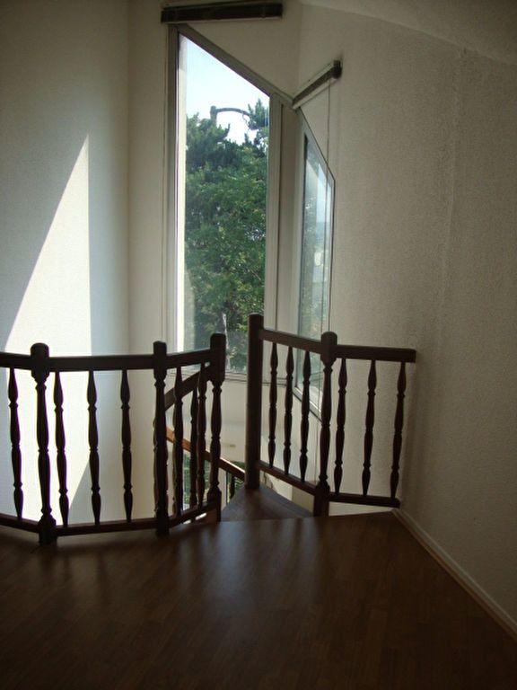 Appartement à louer 2 44.52m2 à Noisy-le-Grand vignette-3