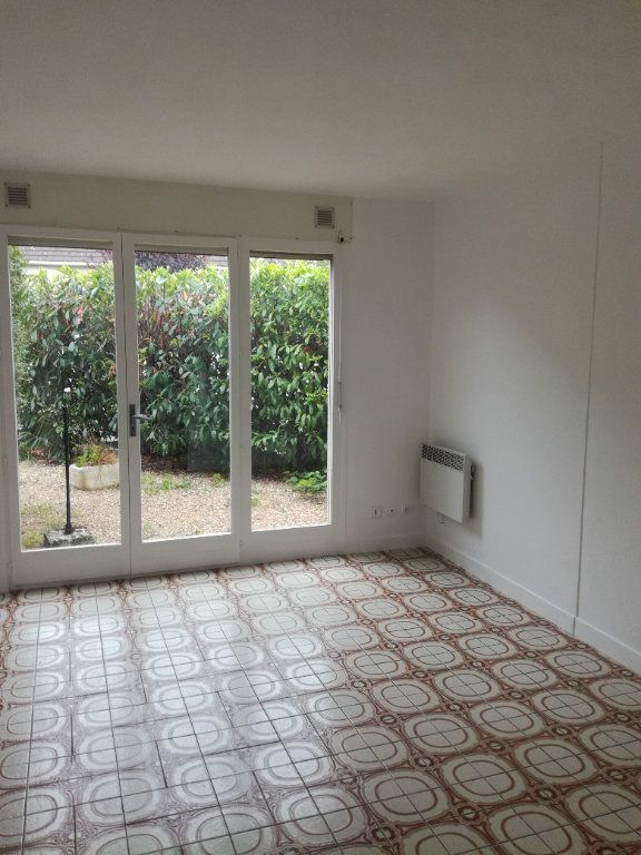 Appartement à louer 1 21.84m2 à Lagny-sur-Marne vignette-1