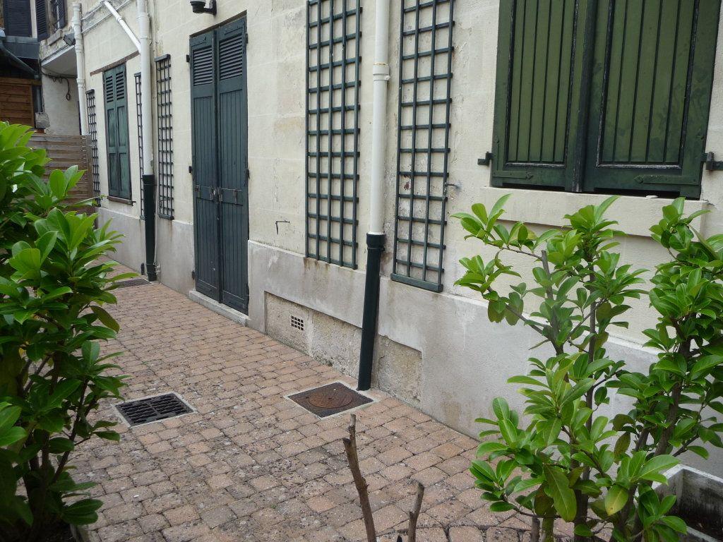 Appartement à louer 2 35.94m2 à Chantilly vignette-1