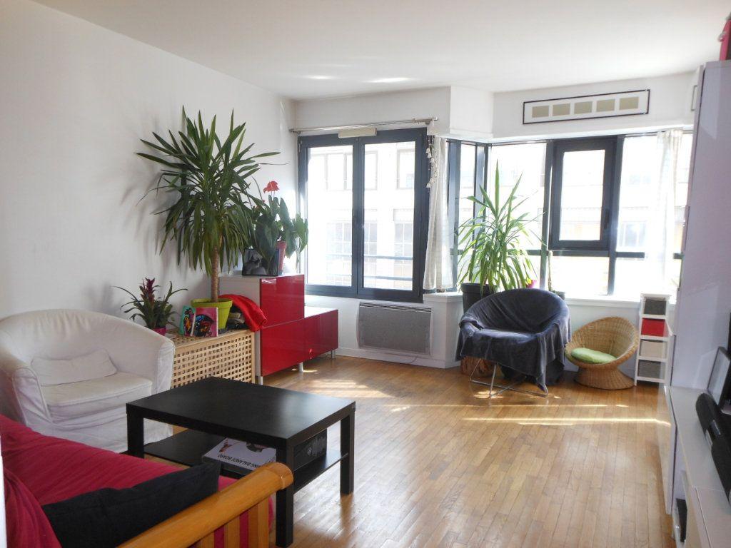 Appartement à louer 2 41m2 à Paris 10 vignette-1