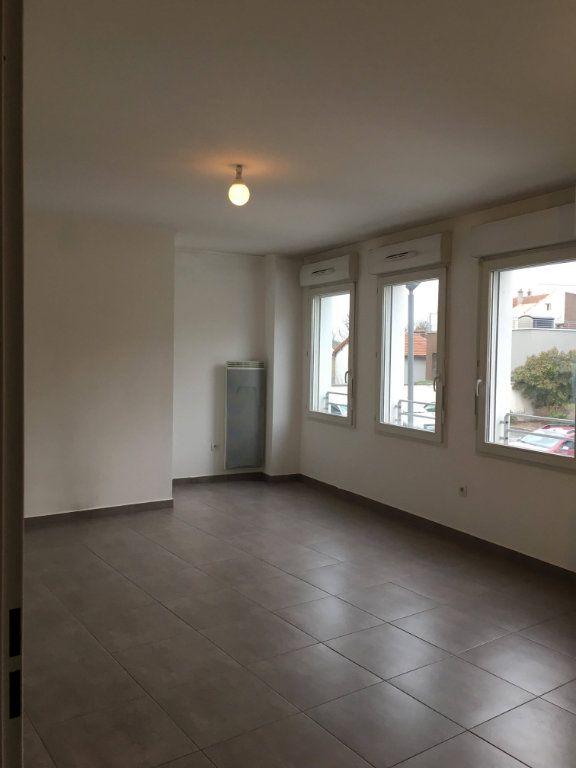 Appartement à louer 3 62.4m2 à Champs-sur-Marne vignette-2