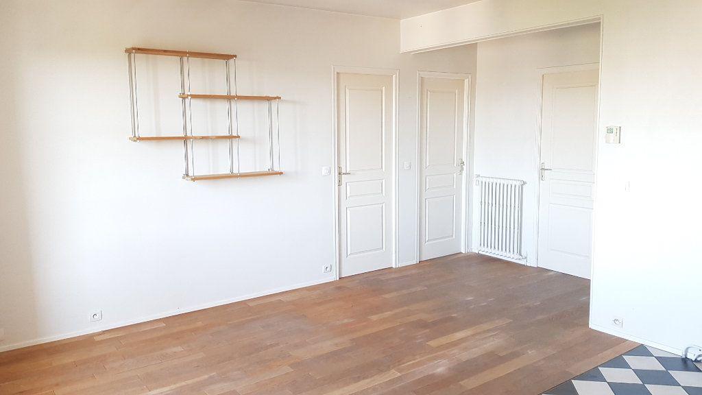Appartement à louer 3 55.35m2 à Chelles vignette-2