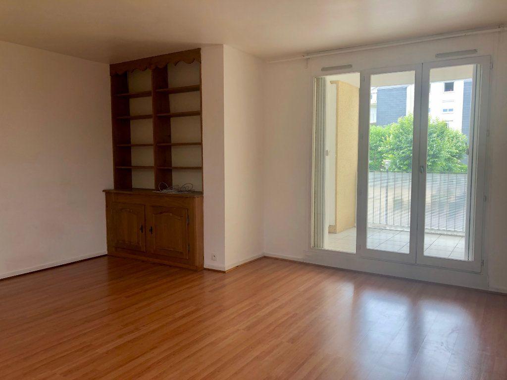 Appartement à louer 2 52.96m2 à Noisiel vignette-1