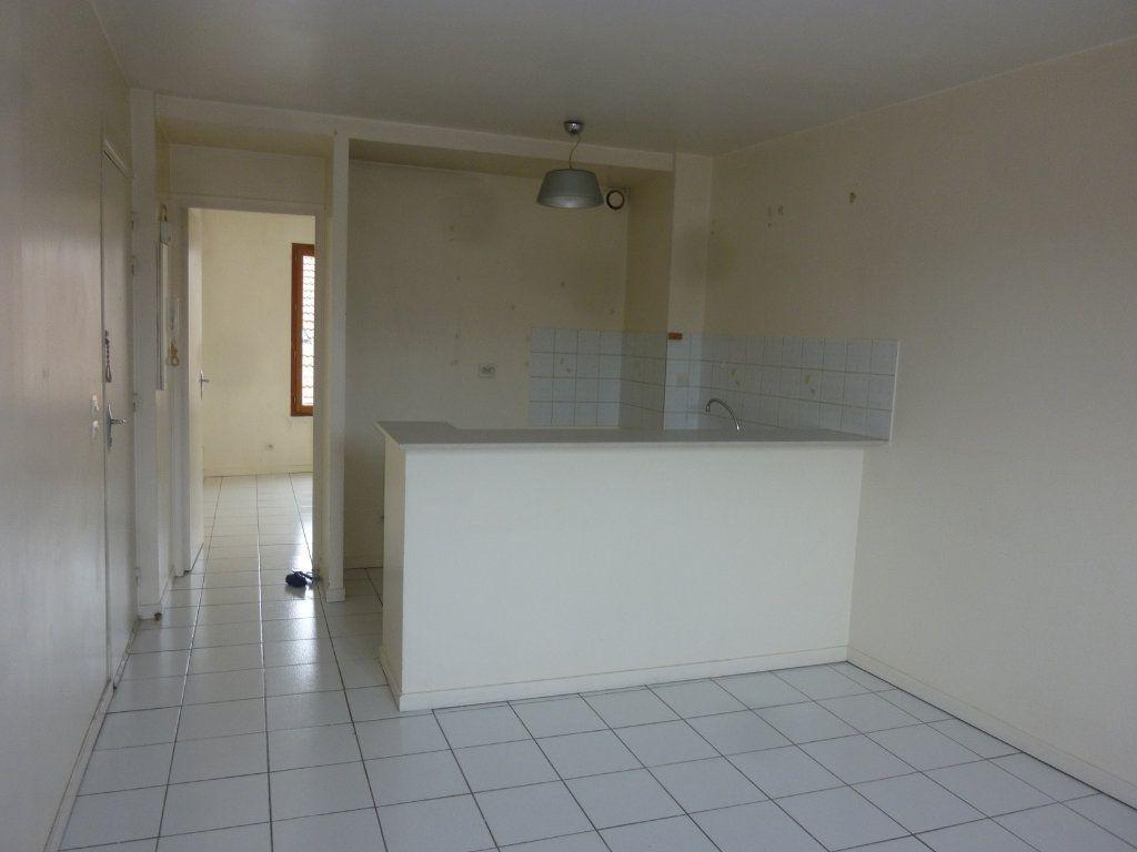 Appartement à louer 2 31.68m2 à Lagny-sur-Marne vignette-3