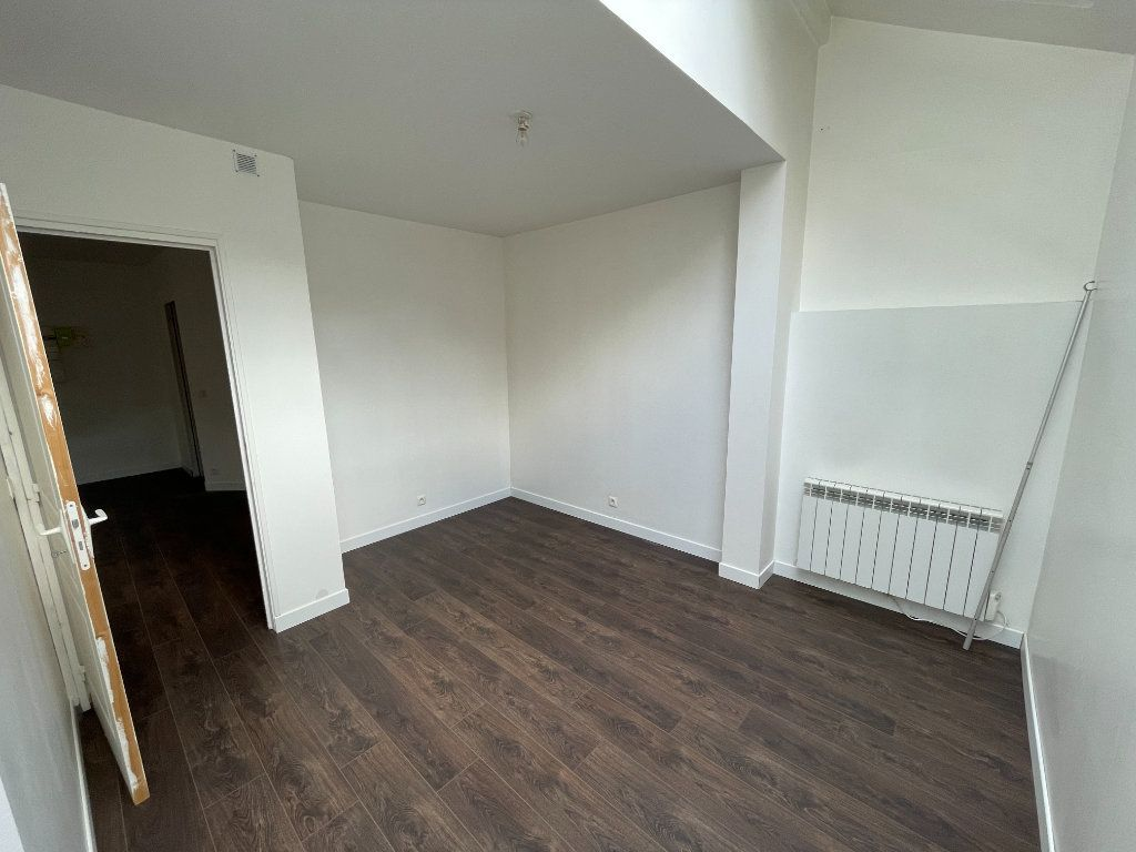 Appartement à louer 2 54.7m2 à Lagny-sur-Marne vignette-6