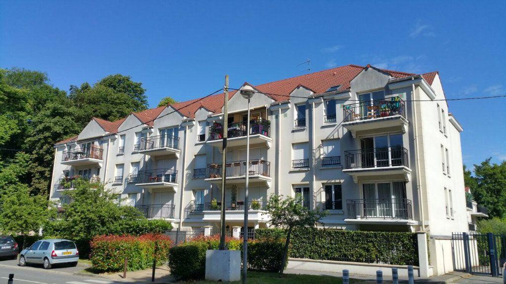 Appartement à louer 2 40m2 à Torcy vignette-1