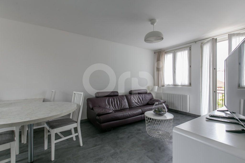 Appartement à louer 3 55.47m2 à Vaires-sur-Marne vignette-1