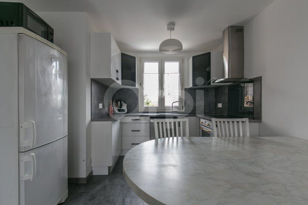 Appartement à louer 3 55.47m2 à Vaires-sur-Marne vignette-5