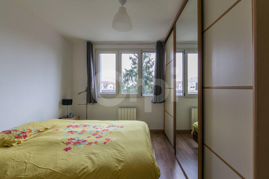 Appartement à louer 3 55.47m2 à Vaires-sur-Marne vignette-11