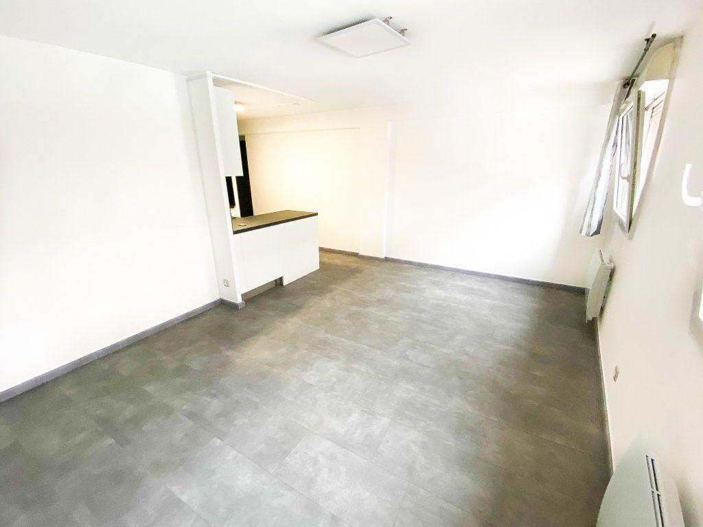 Appartement à louer 3 53m2 à Toulouse vignette-2