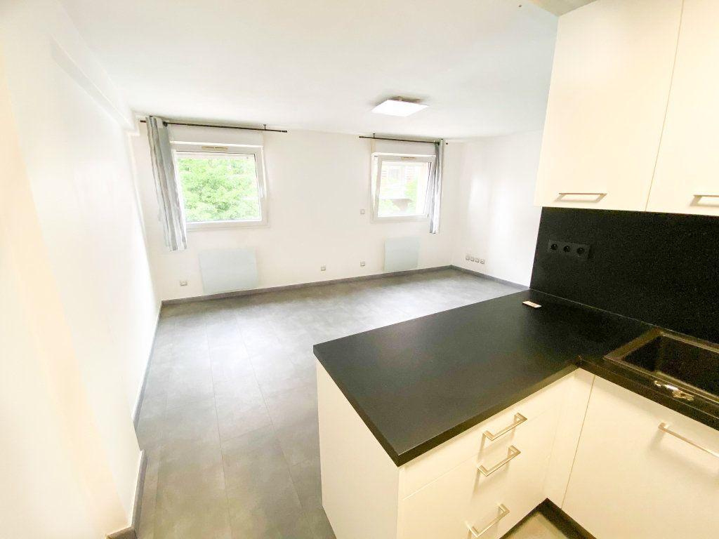 Appartement à louer 3 53m2 à Toulouse vignette-3