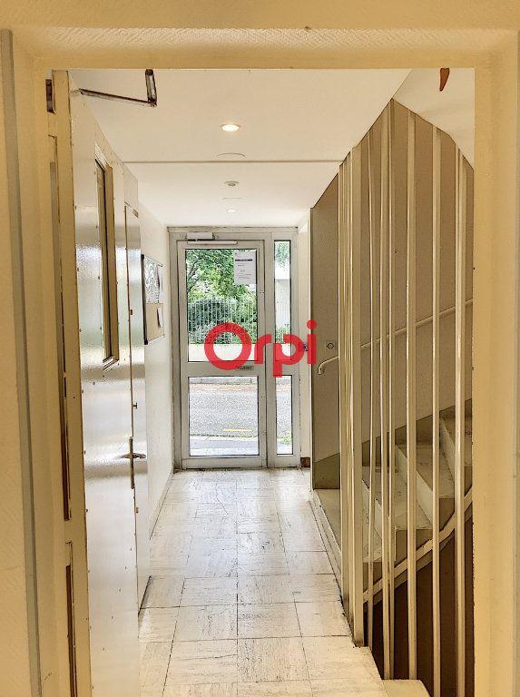 Appartement à louer 1 16m2 à Bordeaux vignette-2