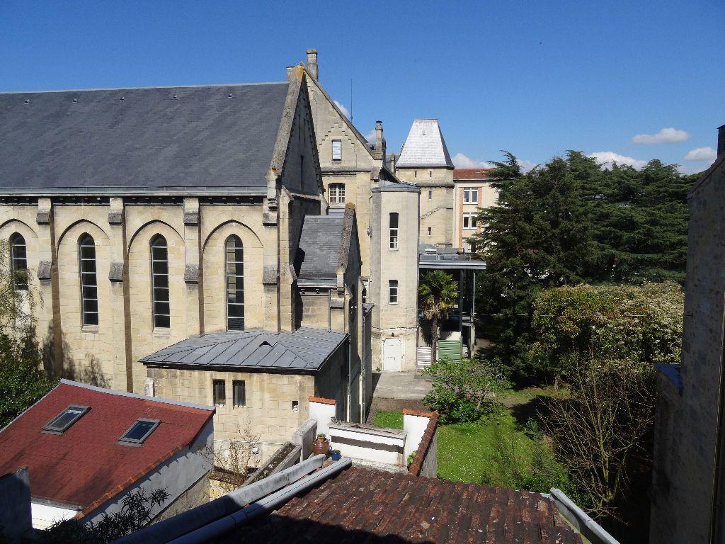 Appartement à louer 2 30.97m2 à Bordeaux vignette-1