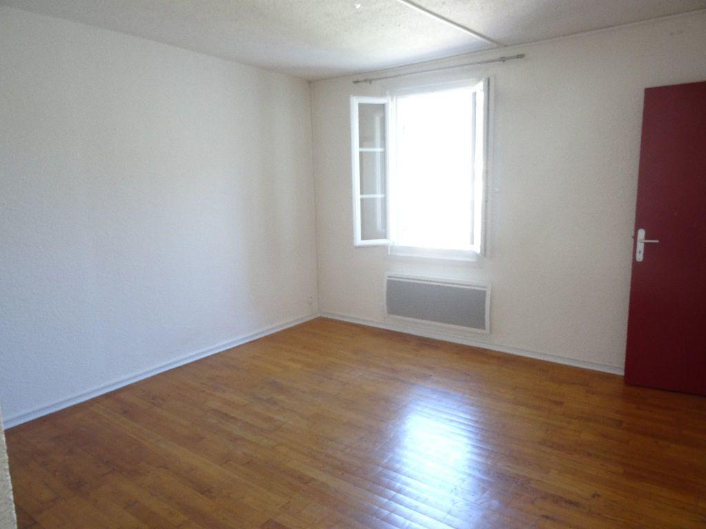 Appartement à louer 2 30.97m2 à Bordeaux vignette-2